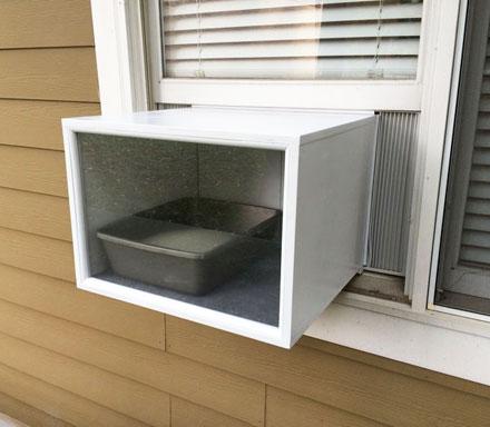 домик для кота на окне