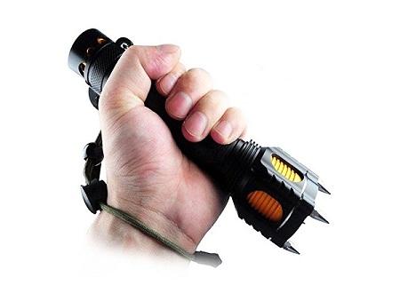 фонарик для защиты с шипами