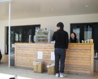 кафе с оплатой за заказ предыдущего клиента