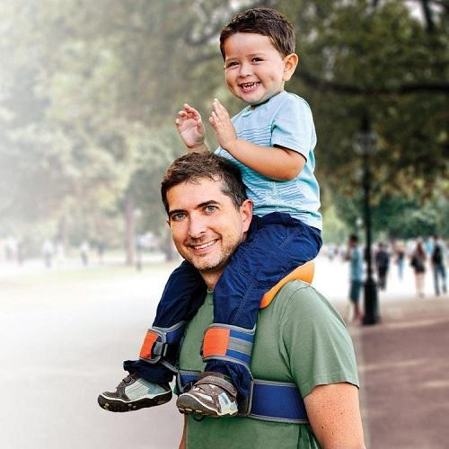 кресло для ребенка на плечах папы