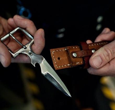 нож в бляхе