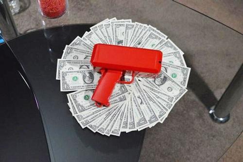 пистолет, который стреляет деньгами