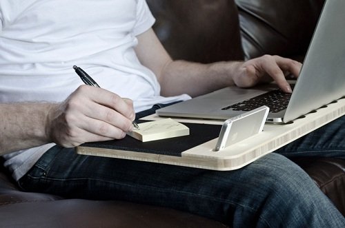 практичный столик для ноутбука