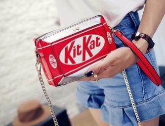 сумка в виде kit kat